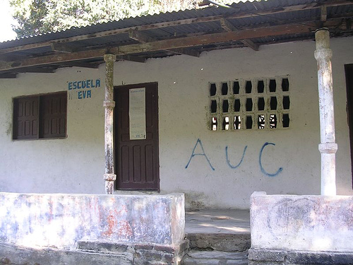 Graffiti on the wall of a Colombian school in support of the AUC, a paramilitary group.