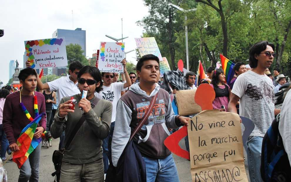 Protesters for gay marriage at Mexico City's Marcha Gay, June 2009