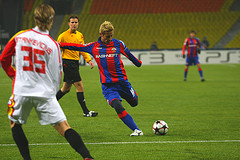 Keisuke Honda lines up a shot CSKA Moscow. Photo by enot_female @ Flickr.