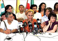 Colombian Senator Piedad Córdoba (middle), who was removed from Congress on Monday.