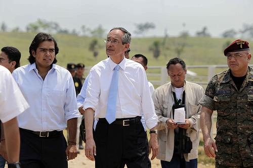 Guatemalan President Álvaro Colom on site in Petén. Photo by Luis Echeverría.