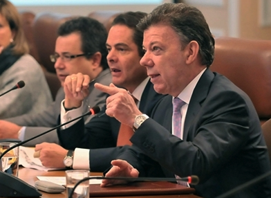 Colombian President Juan Manuel Santos (right) and Interior Minister Germán Vargas Lleeras (middle).