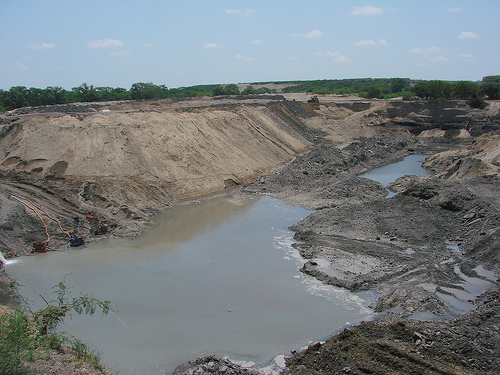 Part of an open-pit coal mine in Sabinas, Mexico. Photo by la nave de los locos.