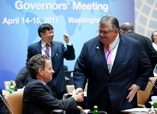 U.S. Treasury Secretary Timothy Geithner (left) shakes hands with Mexican Central Bank Governor Agustín Carstens (right) at April's IMF/World Bank meetings in Washington D.C.