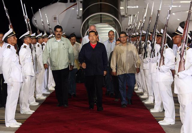 Hugo-Chavez-arrives-Venezuela