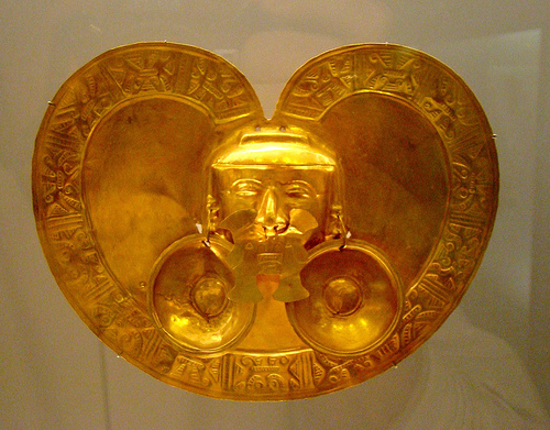 A gold art piece from Colombia's Museo del Oro.