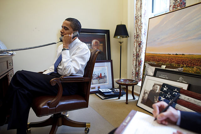 640px-Barack_Obama_on_the_phone_in_his_private_study