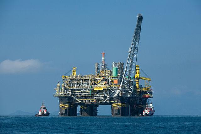 640px-Oil_platform_P-51_(Brazil)