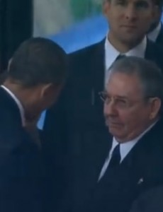 U.S. President Obama shakes hands with Cuban President Raúl Castro at Nelson Mandela's funeral in December 2013 (Youtube, Screenshot).