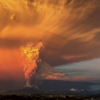 The Calbuco Volcano erupts in Chile (Youtube).