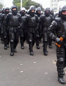 Peruvian national police in riot gear,. (Image: Miguel Vera León, CC BY SA 2.0)