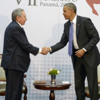 Cuban leader Raúl Castro meets with U.S. President Barack Obama in 2015. (Cuban Ministry of Foreign Affairs, public domain)
