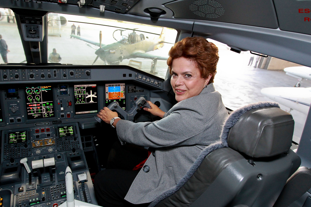 President Dilma Rousseff on a 2010 visit to Brazilian airplane manufacturer Embraer. (Image: Dilma Rousseff, CC BY-SA 2.0)
