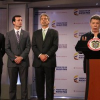 Colombian President Juan Manuel Santos, together with U.S. Attorney in Miami Wilfredo Ferrer (second from left), announces Tuesday the indictment of 17 members of the drug-trafficking organization Los Urbeños. (Image: Department of Justice)