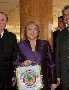 Former CONMEBOL President Nicolás Leóz, left, poses with President Michelle Bachelet of Chile and then-President Fernando Lugo of Paraguay. (Image: Juan Alberto Pérez, CC BY-SA 2.0)