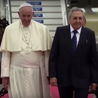 Pope Francis and Cuban leader Raúl Castro in Cuba. (Image: The Washington Post, screenshot)
