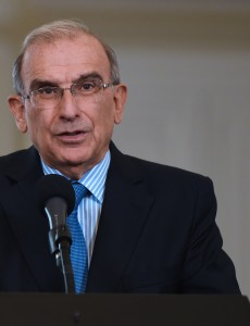 Humberto de la Calle, Colombia's chief negotiator in peace talks with FARC rebels, explains the two sides' agreement to search for disappeared people. (Image: César Carrión, public domain)