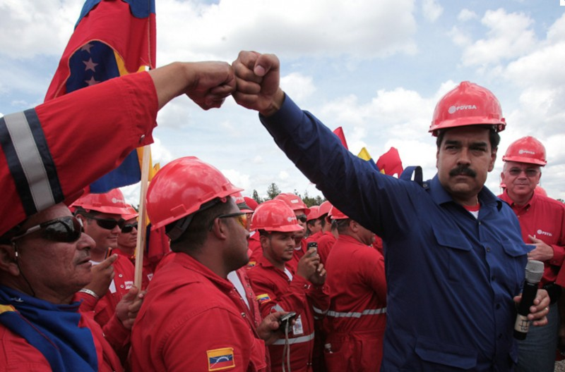 Venezuelan President Nicolás Maduros on a visit to PdVSA oil workers in the Orinoco Petroleum Belt (Image: Venezuelan Government, Public Domain)