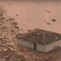 A dam break flooded the Brazilian town of Mariana with toxic mud on Thursday. (Image: YouTube, screenshot)