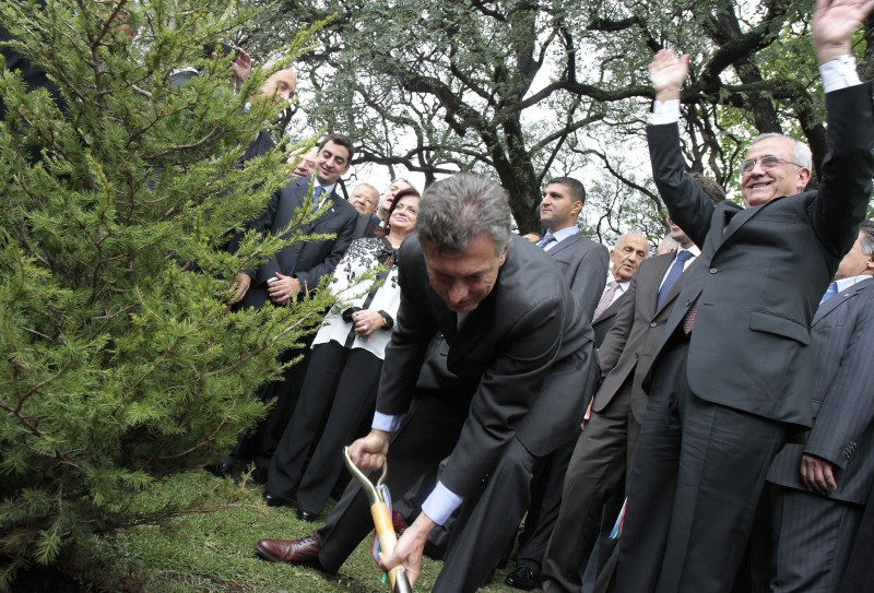 Newly elected Argentine President Mauricio Macri, seen here in 2012 planting a tree in Buenos Aires. (Image: Mariana Sapriza/GCBA, CC BY 2.0)