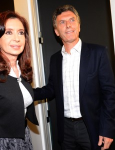 Argentine President-elect Mauricio Macri and his predecessor Cristina Fernández de Kirchner in 2104. (Image: Presidency of Argentina, Public Domain).