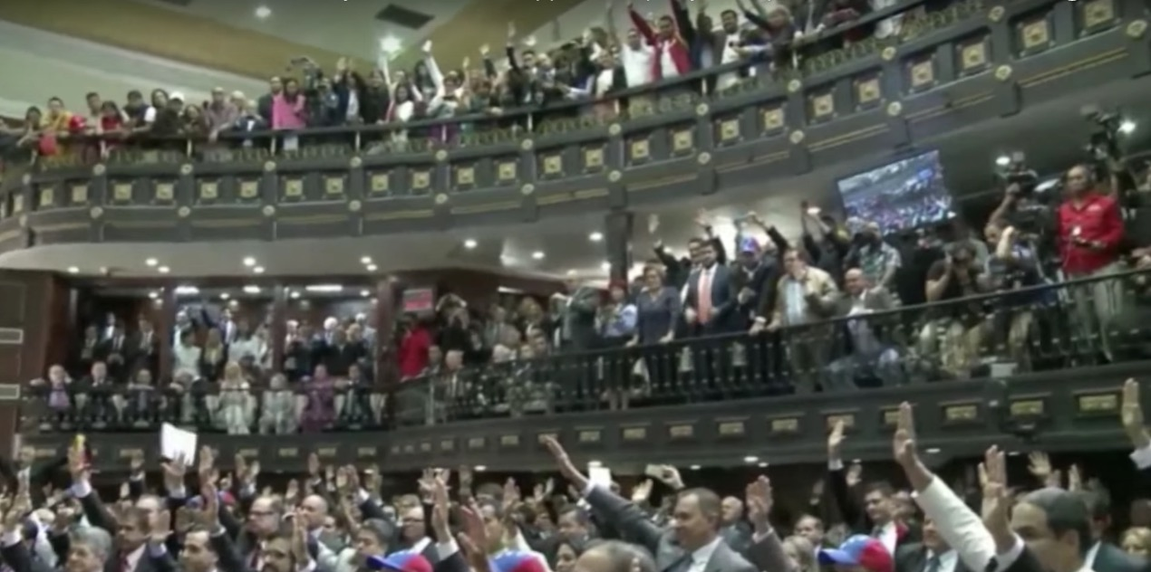 Opposition lawmakers in Venezuela are sworn in on Tuesday in the National Assembly. (Image: YouTube, screenshot)