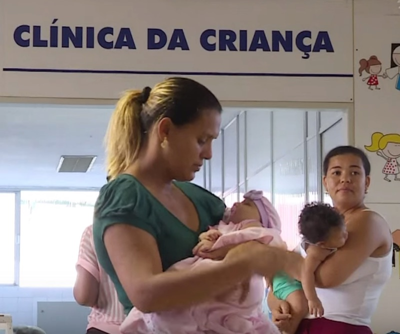 Women attend to their children in a Brazilian hospital designed to treat microcephaly cases. (Image: YouTube)