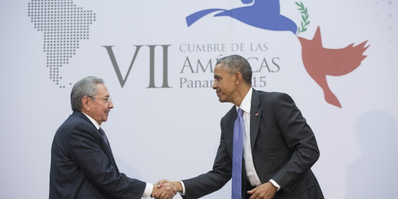 U.S. President Barack Obama shakes hands with Cuban President Raúl Castro at the Summit of the Americas last year. (Image: Official White House Photo by Amanda Lucidon)