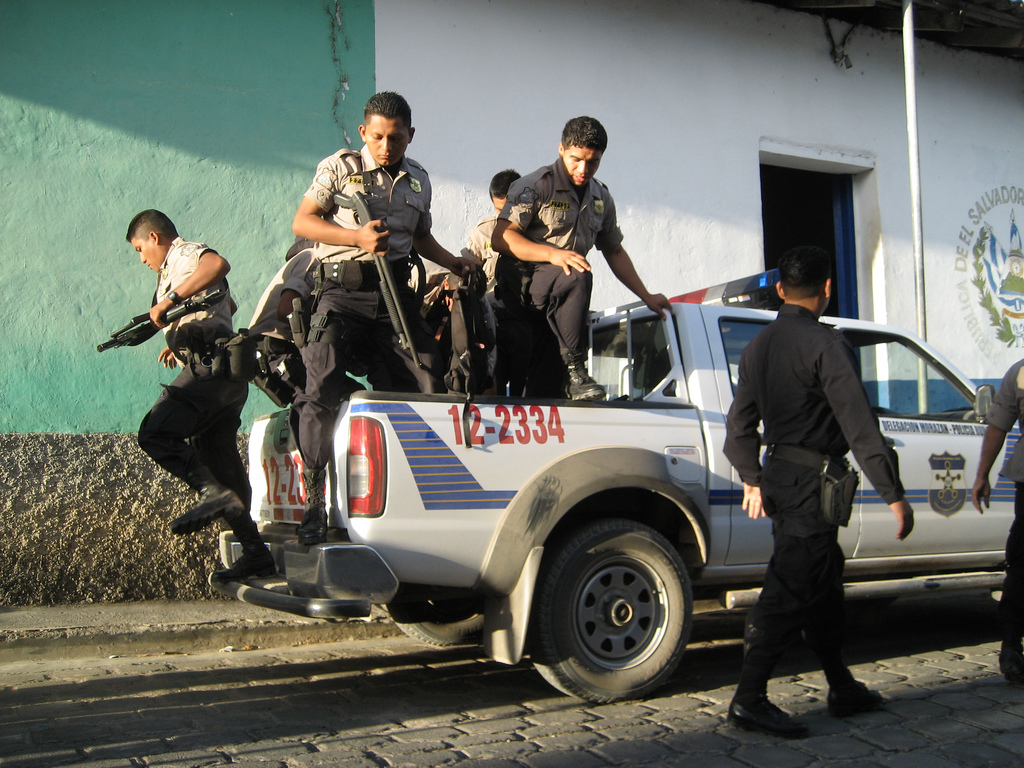 Salvadoran police. (Image: Lee Shaver/Flickr, CC BY-NC-SA 2.0