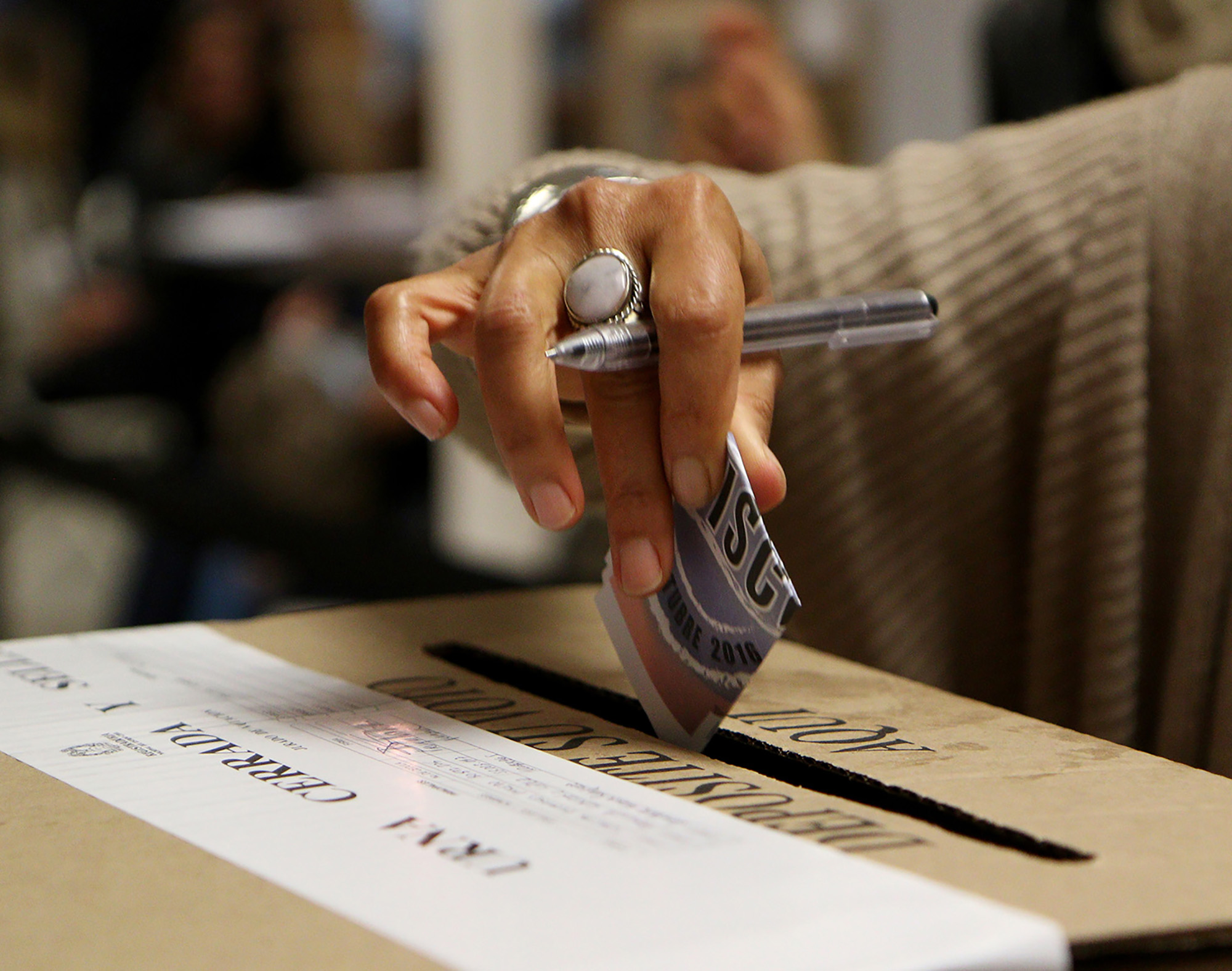 A woman casting her vote inside the Colombian Consulate on election day. (Image: Monica Espitia)